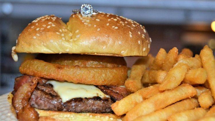 hamburguesa-anillo-compromiso-restaurante-san-valentin